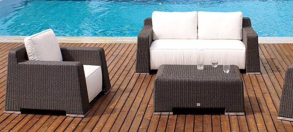 Tavolino da giardino rattan sintetico mobili provenzali for Mobili da giardino rattan sintetico